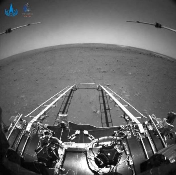 """""""Rover Zhurong rijdt voor het eerst op Mars"""""""