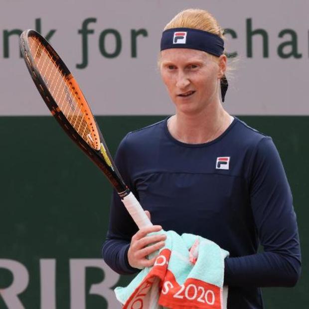Alison Van Uytvanck, diminuée, abandonne au deuxième tour de Roland-Garros contre la Roumaine Bara