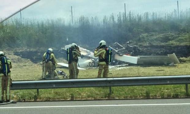 Un petit avion s'écrase sur le bord de l'E40 à Landen (VIDEO)