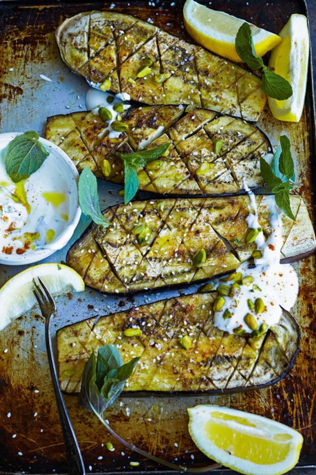 Aubergines grillées au yaourt, menthe et pistaches
