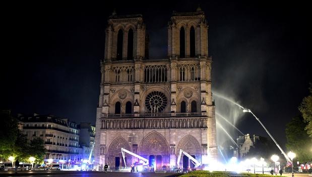 Brandgevaar Notre-Dame geweken: 'Nu nagaan of structuur zal standhouden'