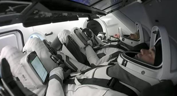 SpaceX-draagraket met vier ruimtetoeristen aan boord is opgestegen