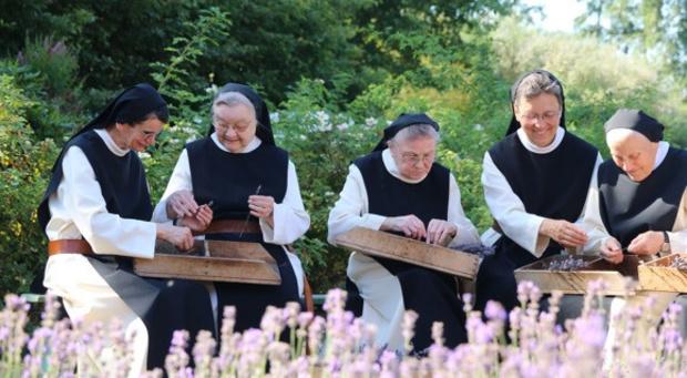 Zusters van Brecht maken shampoo van trappistenbier