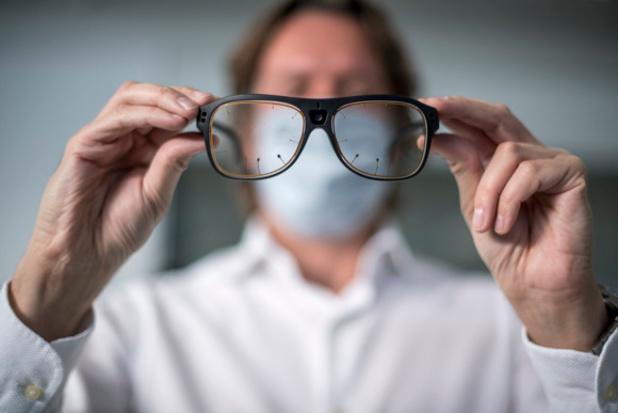 Seat travaille avec des lunettes à capteurs infrarouges et d'iris