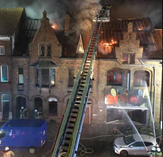 Telecomwinkel in Lombardsijde volledig verwoest na zware brand