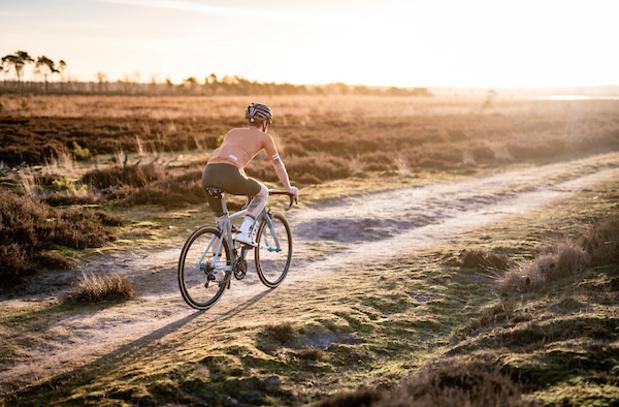 Sexy in zeemvel: Belgische labels fietsen mee op wielerhype