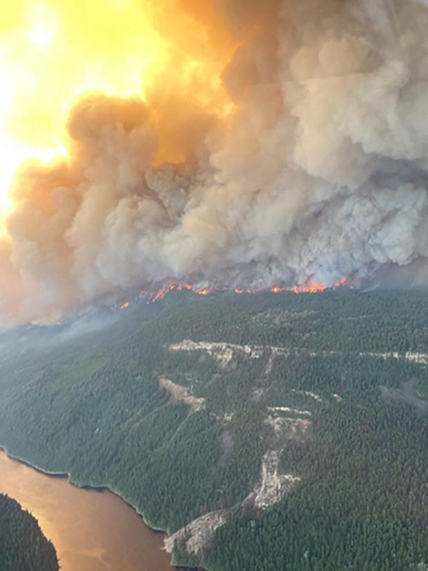 """Canicule et incendies au Canada: """"90% du village est brûlé"""""""