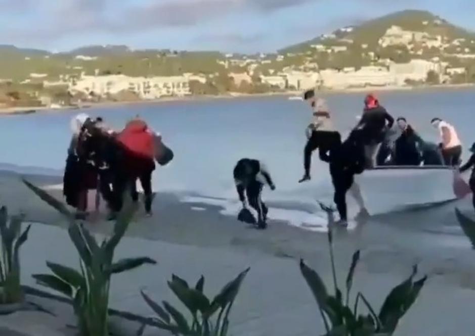 Factcheck: Nee, video toont geen migranten die aankomen op de Canarische Eilanden