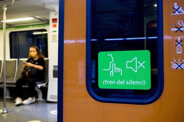 Covid : après le port du masque, le silence dans les transports en commun ?
