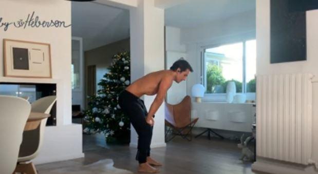 Yoga détox: cinq minutes et trois exercices pour détoxifier l'organisme (vidéo)