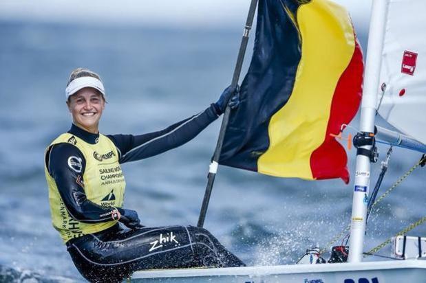 Emma Plasschaert stijgt op vierde dag naar derde plaats