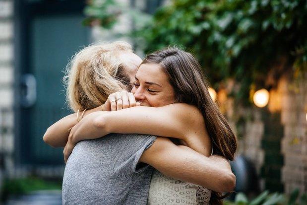 Kan een behandeling met het knuffelhormoon mensen met autisme helpen ?