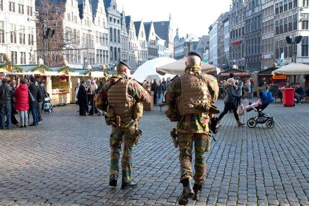 Le gouvernement prolonge la présence des militaires en rue jusque début aoû