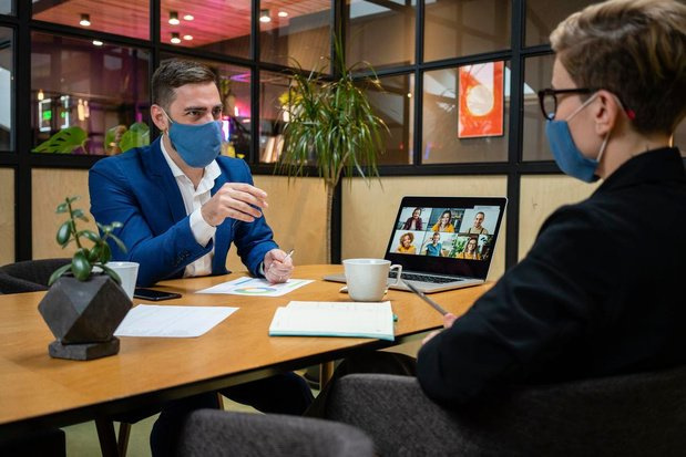 Embaucher un collaborateur durant la pandémie, cela change quoi concrètement?