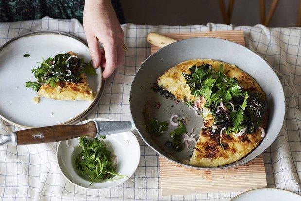 Crêpe de pommes de terre croustillante avec polenta et fromage