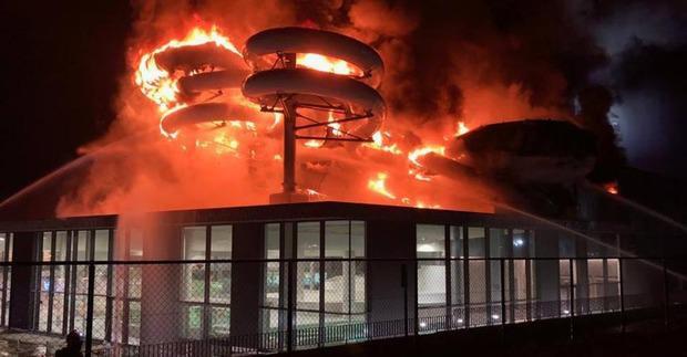 """Zwembadbrand in Kortrijk ontstaan door """"samenhang van menselijke handelingen"""""""