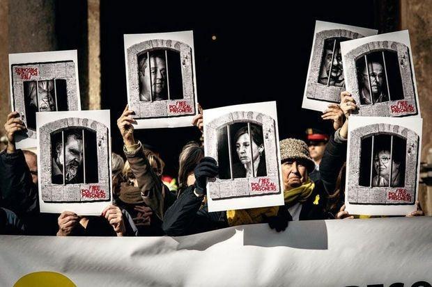 Espagne: peines allant jusqu'à 13 ans de prison pour les indépendantistes catalans