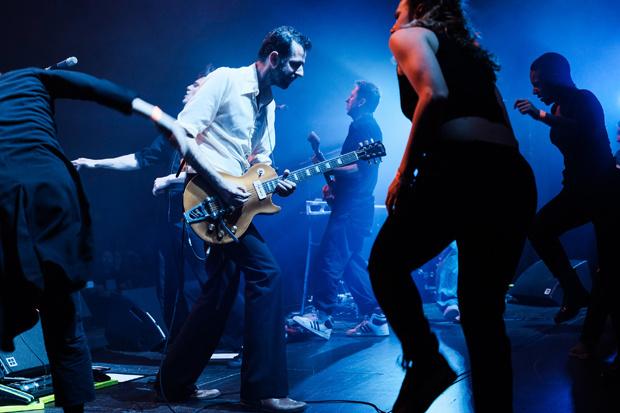 Gitarist Bruno De Groote verlaat dEUS om gezondheidsredenen