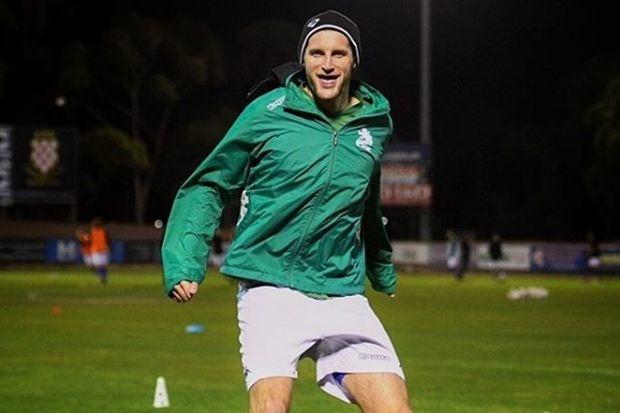 Andy Brennan eerste actieve profvoetballer die zich out in Australië