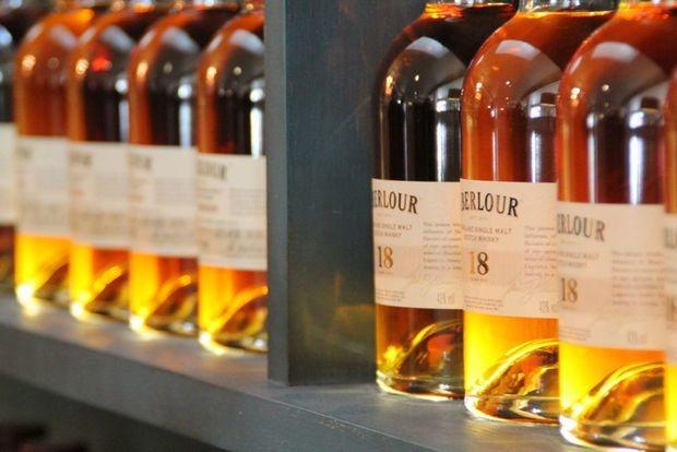 """Les droits de douane américains, """"coup dur"""" pour le whisky écossais"""