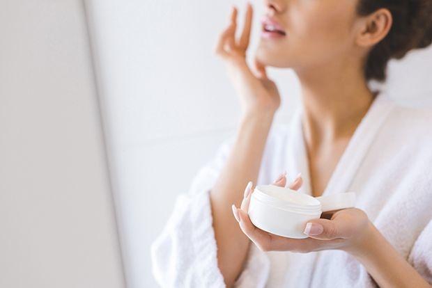 De huid insmeren met een vochtinbrengend middel zou het risico op chronische ziekten kunnen verlagen