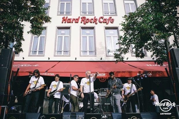 Hard Rock Cafe Antwerp steunt kinderen met PID