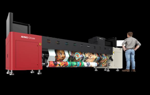 La nouvelle Avinci CX3200 est une imprimante Roll to Roll à sublimation qui imprime directement sur des tissus, ainsi que sur du papier de transfert.