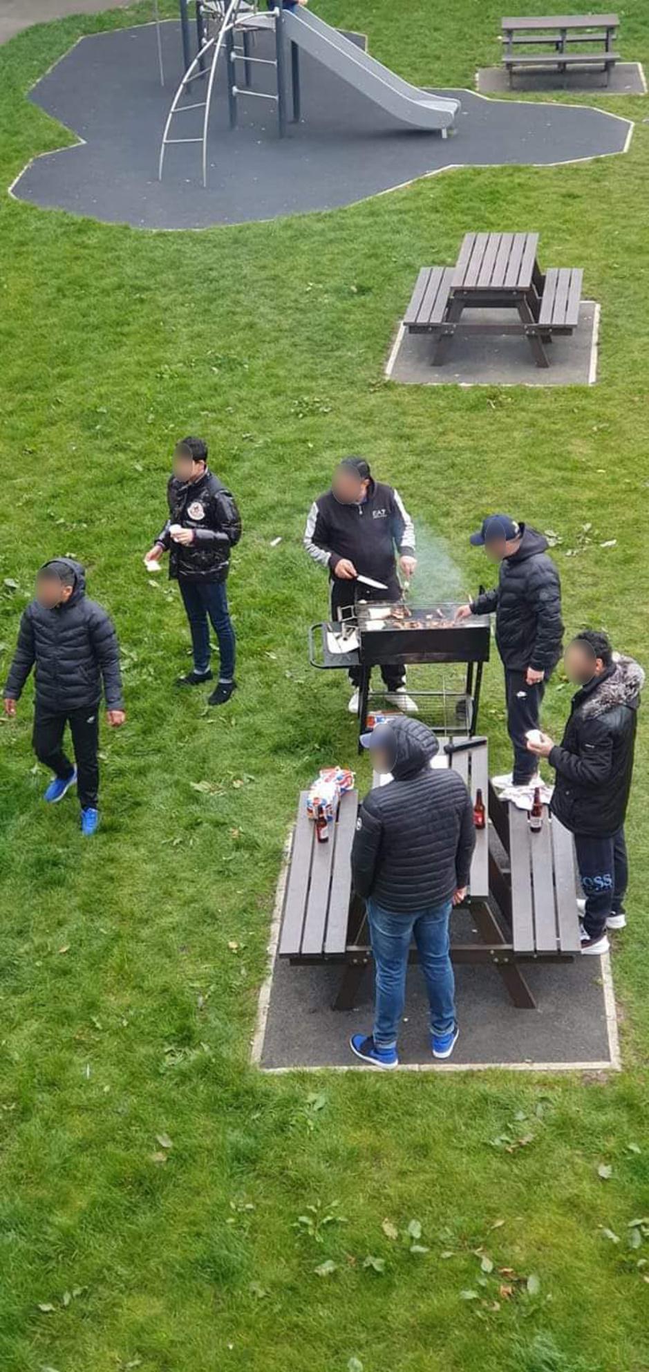 Factcheck: Foto van 'vreemdelingen' bij barbecue komt van anonieme Twitter-account