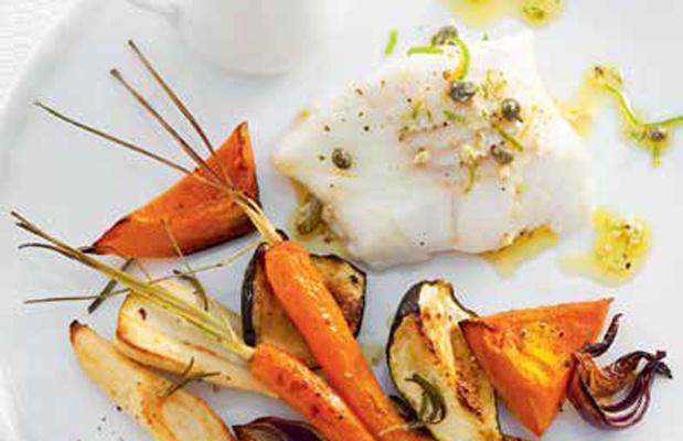Gestoomde kabeljauw met mierikswortelsaus en groenten uit de oven