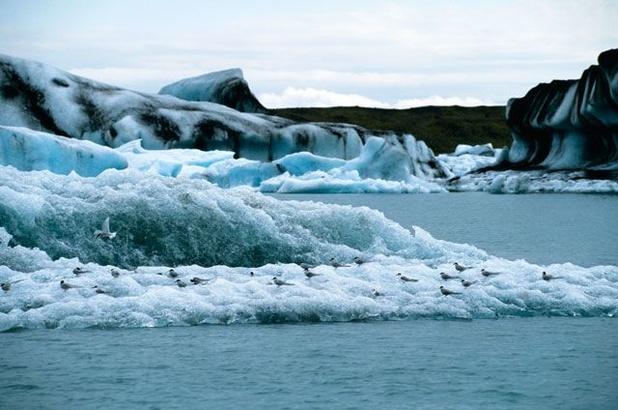 Britse wetenschappers gealarmeerd door wereldwijde hoeveelheid gesmolten ijs