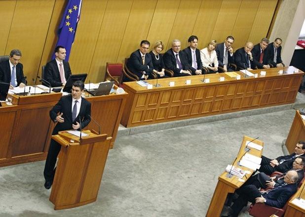 Kroatië ontbindt parlement en maakt weg vrij voor nieuwe verkiezingen