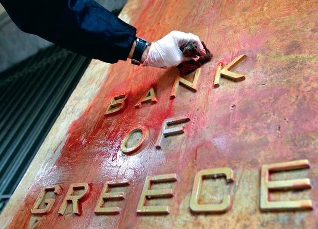 Eurolanden belonen Griekse hervormingen met miljard euro