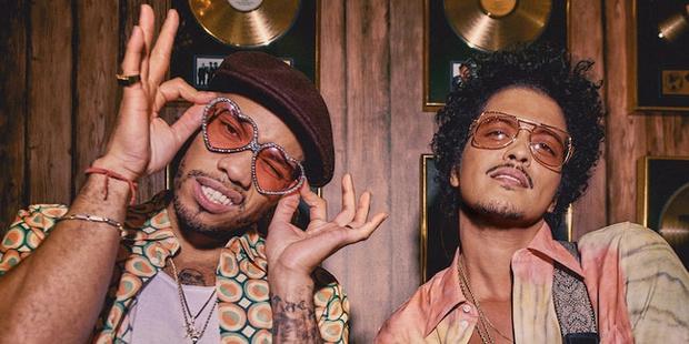 Voix suaves et velours rouge: Anderson Paak & Bruno Mars annoncent un album ensemble