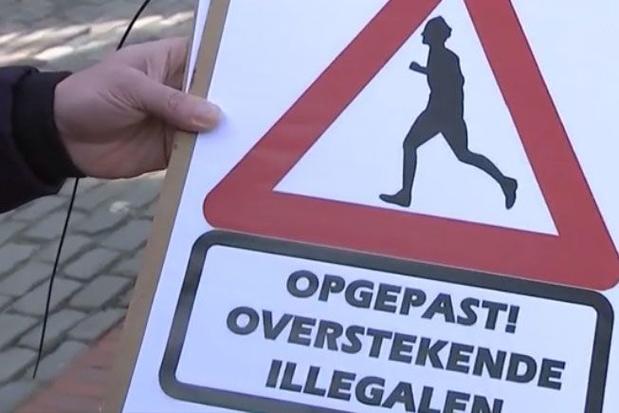 """""""Attention, traversée d'illégaux"""", à Lommel, des panneaux qui scandalisent"""