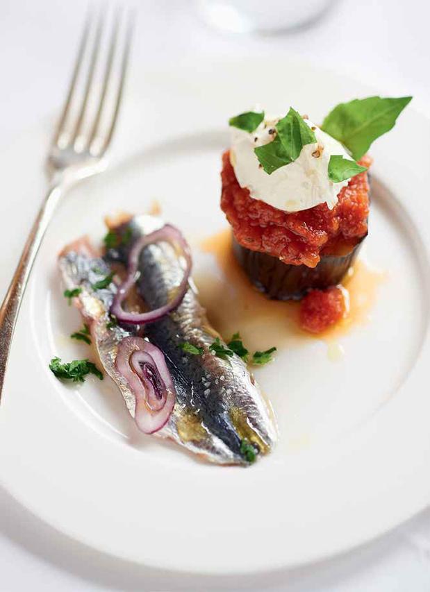 Sardines marinées et aubergine farcie
