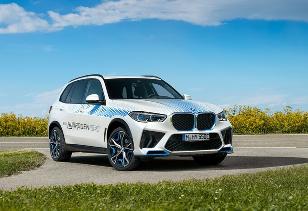 BMW iX5 Hydrogen tankt waterstof