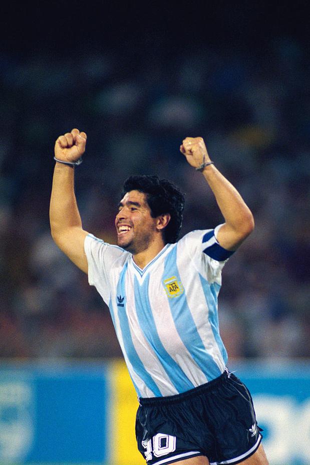 """Le monde pleure Maradona: """"Pour toujours. Ciao Diego"""""""