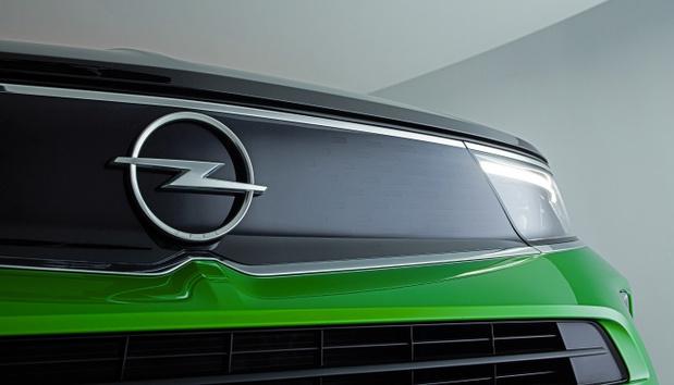 Opel présente son nouveau logo