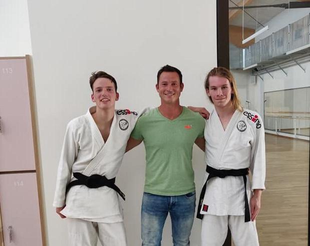 Judoclub Yama Arashi heeft 2 nieuwe zwarte gordels