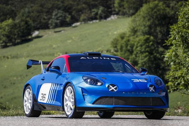 Een Alpine A110 Rally R-GT in de WRC Ypres Rally Belgium