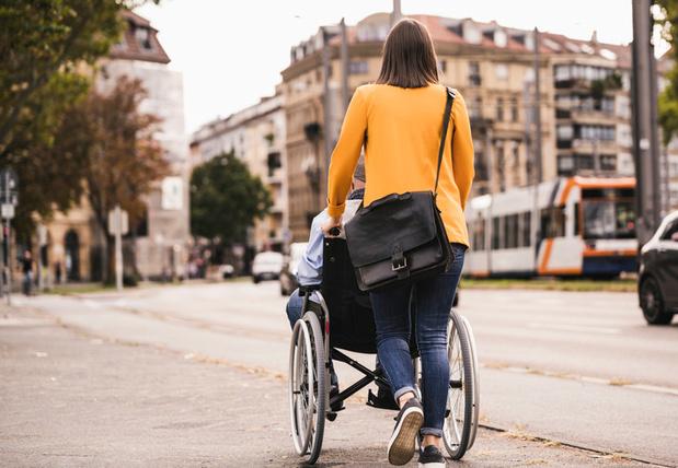 Naïeve wandeling met rolstoel