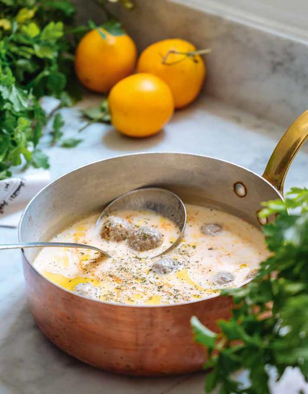 Familiekibbeh in een romige saus van geitenyoghurt en gedroogde munt