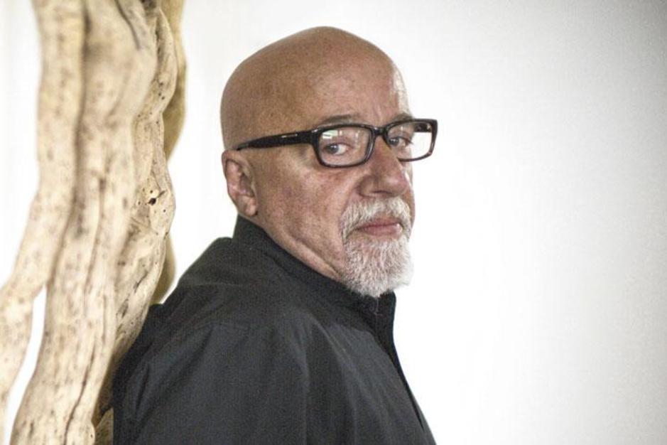 """Het fenomeen Paulo Coelho verklaard: 'Liever """"De alchemist"""" lezen dan voor de tv zitten, toch?'"""