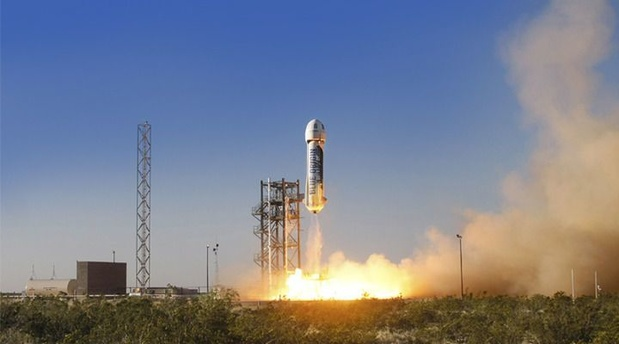 Amazon-topman Jeff Bezos gaat in juli zelf de ruimte in