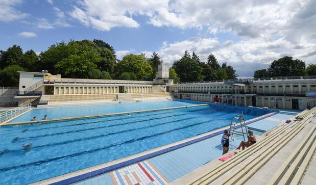 Un des rares exemples de piscine Art Déco ouverte à la baignade, dans l'ancien bassin minier du Nord
