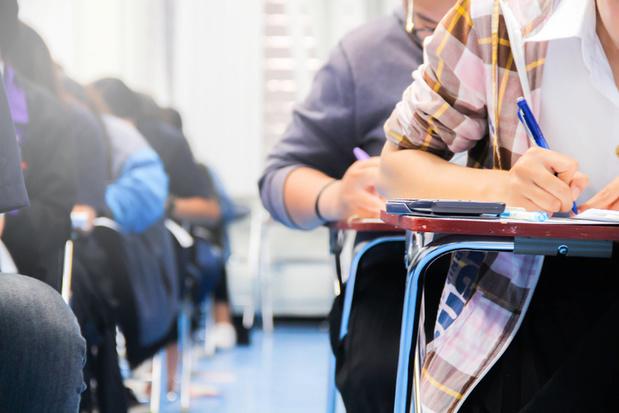 Enseignement: appel à limiter les redoublements et les examens de passages