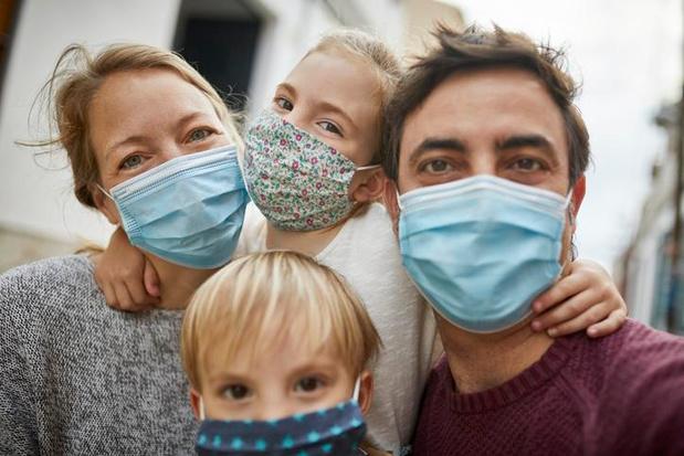 Coronavaccins halveren besmettingen binnen gezin