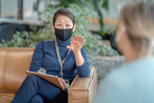 Nood aan steun leidinggevende, maar toch deelt slechts kwart zorgverleners emoties met hen