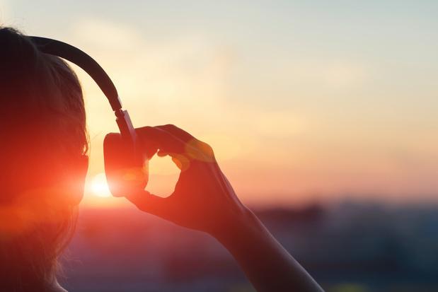 Vrai-faux: porter des écouteurs toute la journée, est-ce nocif pour l'audition?