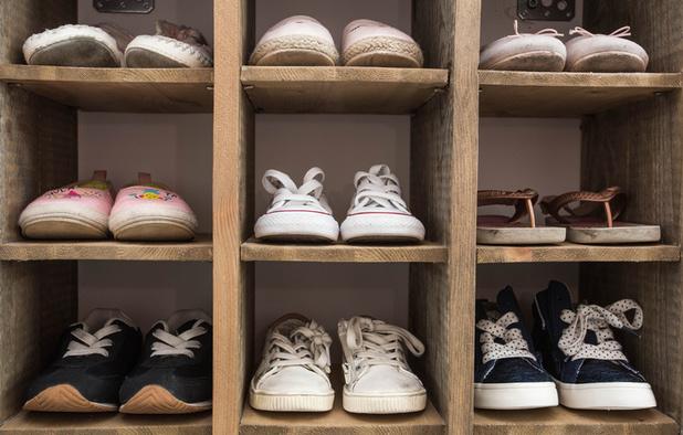 'Collega's, stuur uw schoenen op'